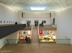 Innenansicht des LVR Bonn mit Bildern des Kölner Fotografen Boris Becker
