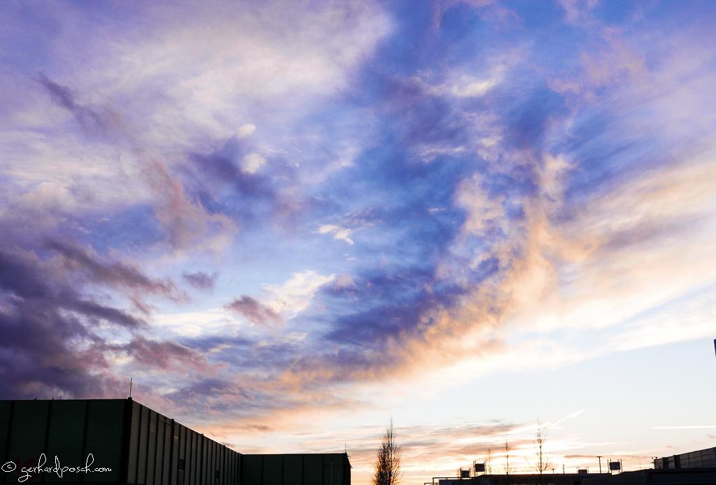 Wolkenstimmung zum Sonnenuntergang mit einer Kompaktkamera aufgenommen